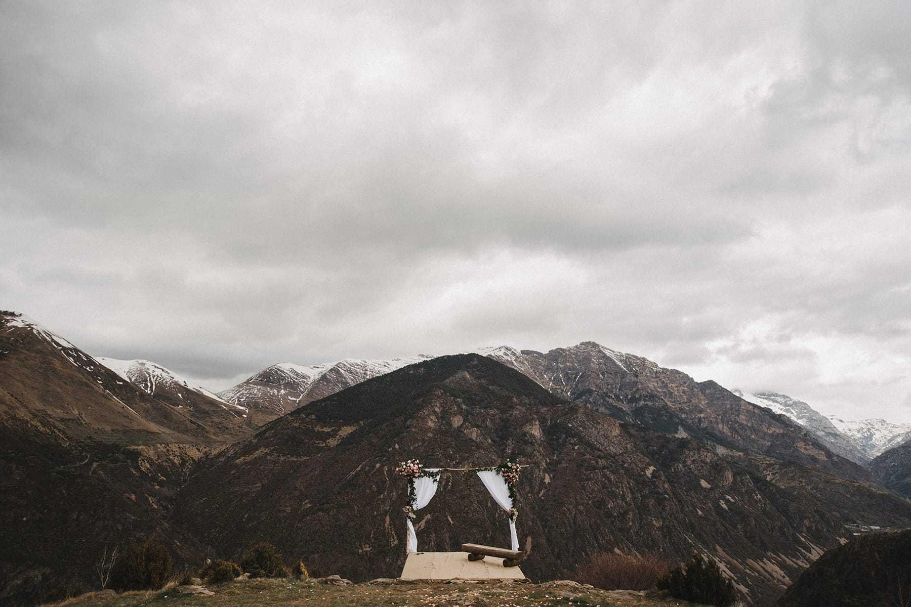 Boda sobre acantilado en la Vall de Boí