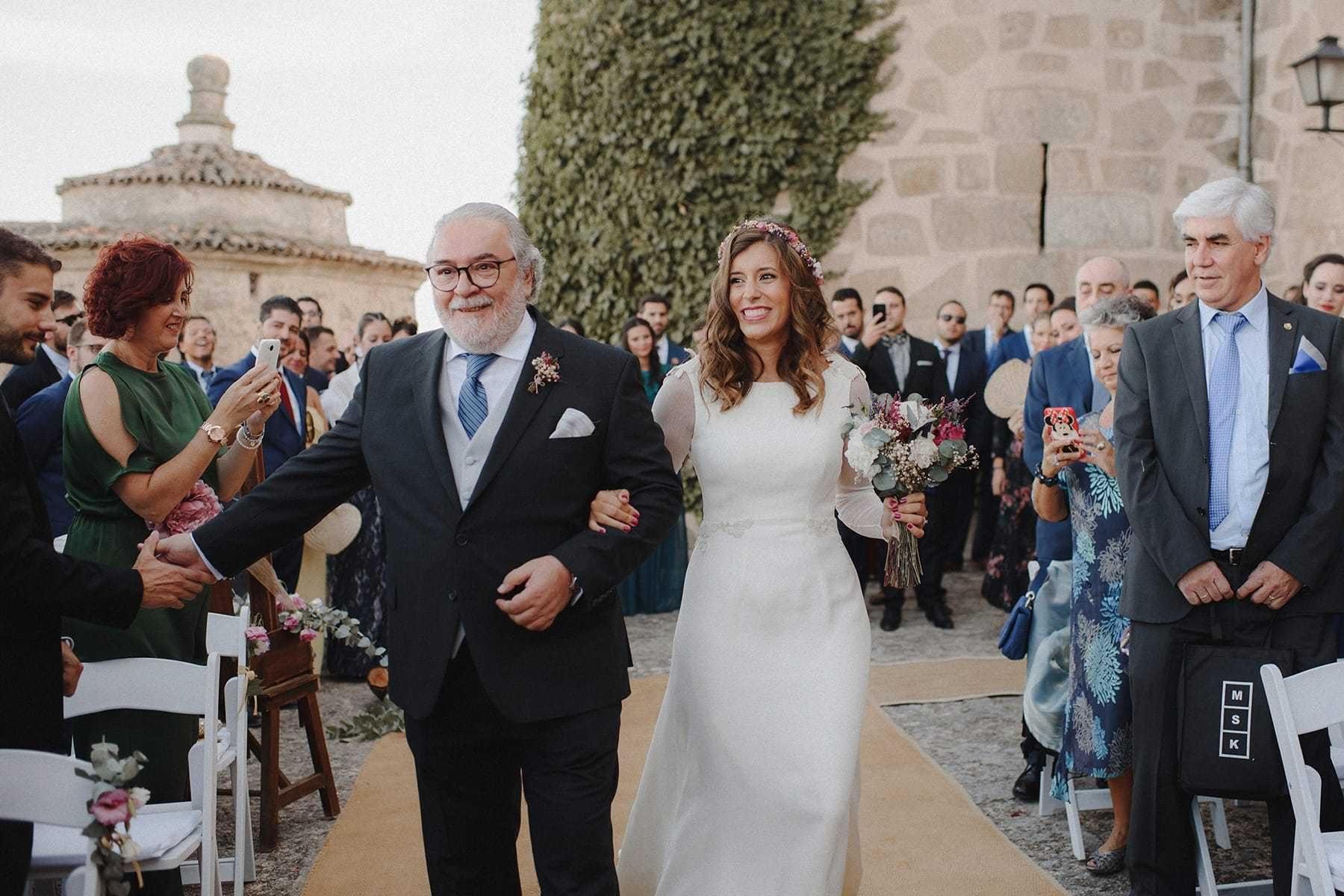 Entrada de la novia en ceremonia civil