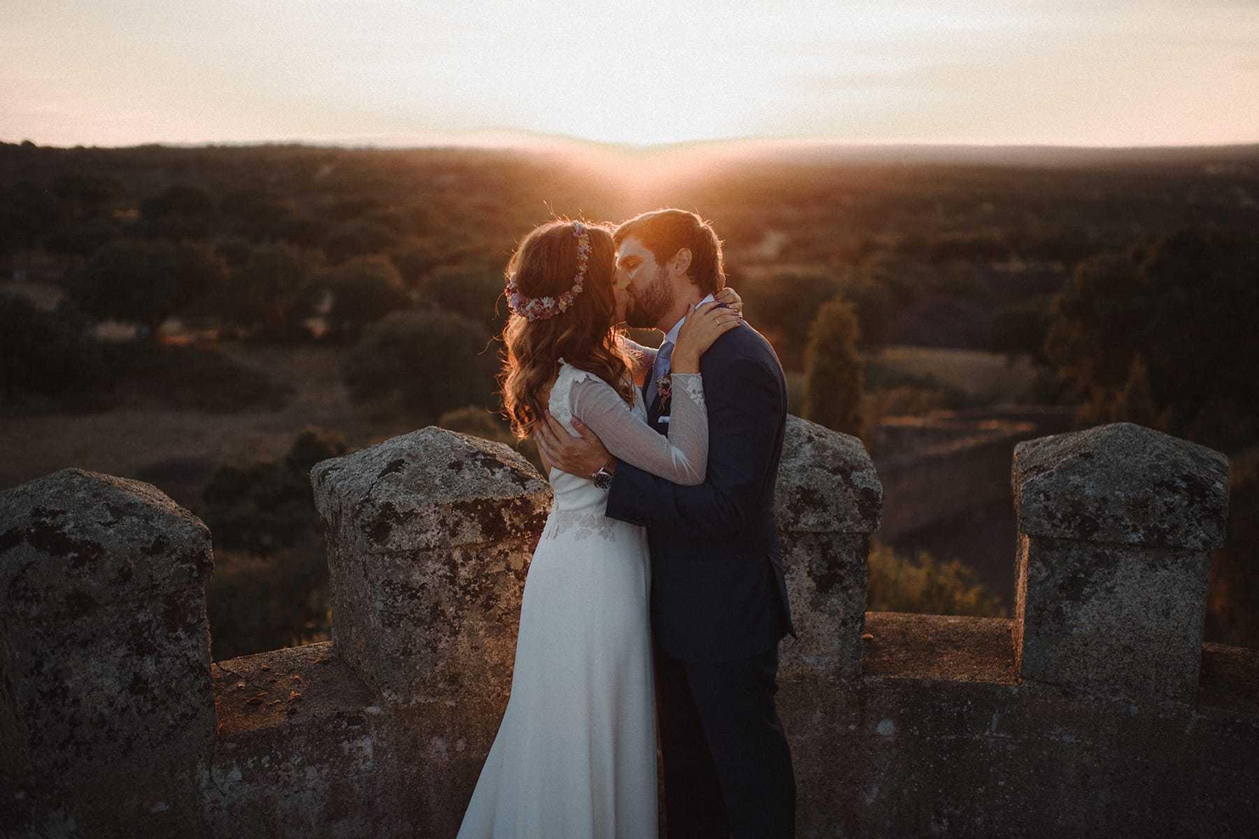 Beso al atardecer en el Castillo de Piedrabuena