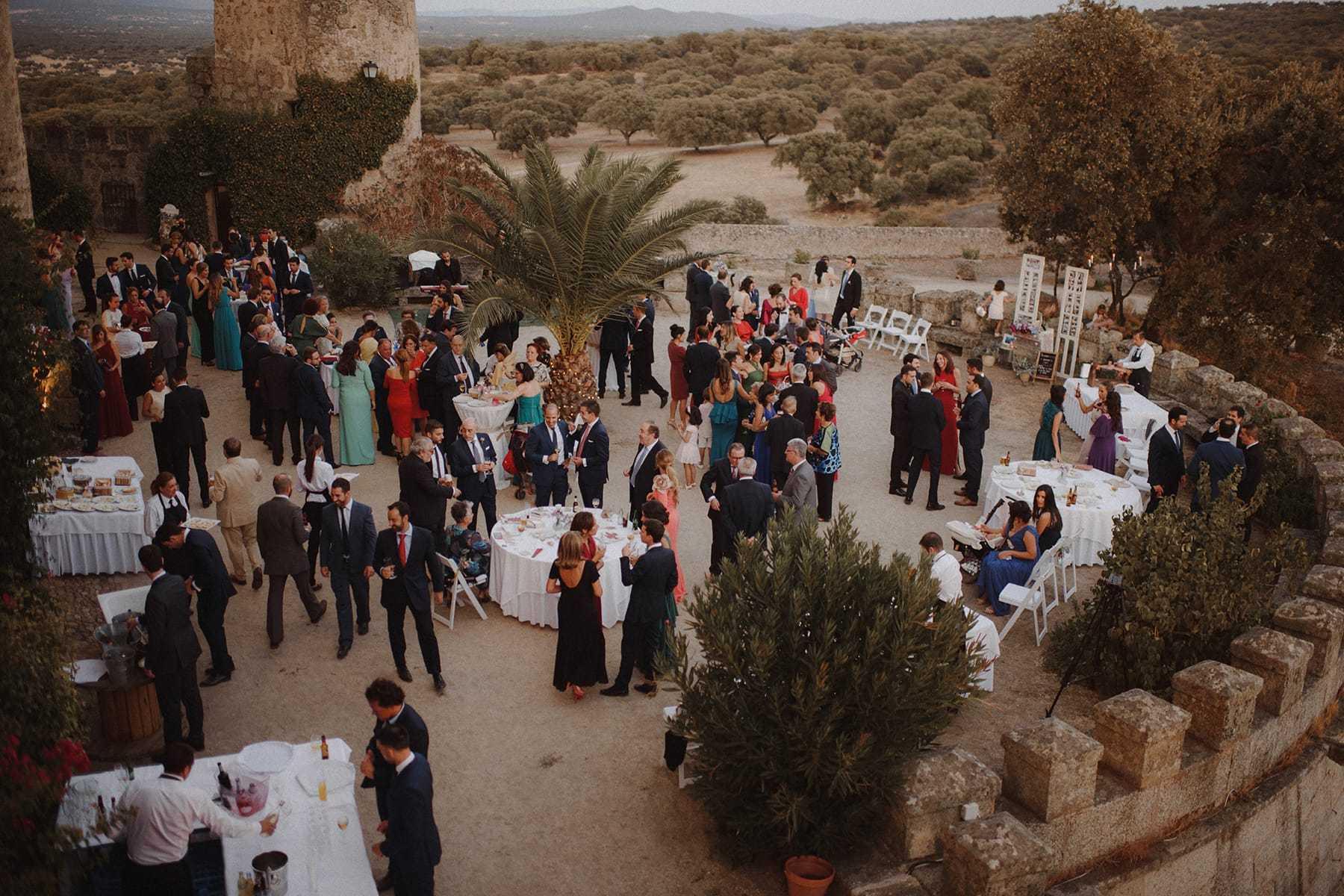 Vistas generales de un cocktail en el Castillo de Piedrabuena