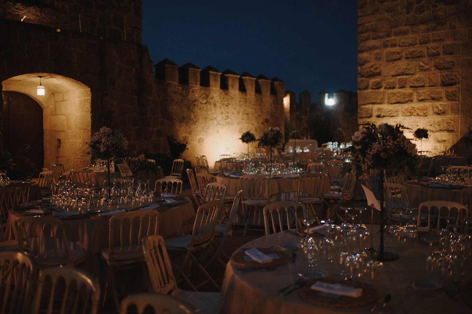 Cena al aire libre en una boda