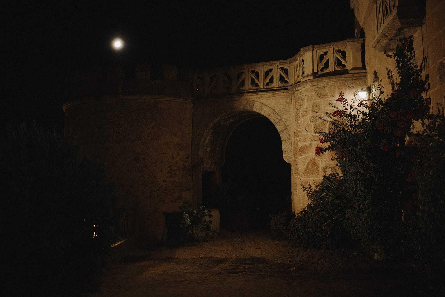 Luna sobre el Castillo de Piedrabuena