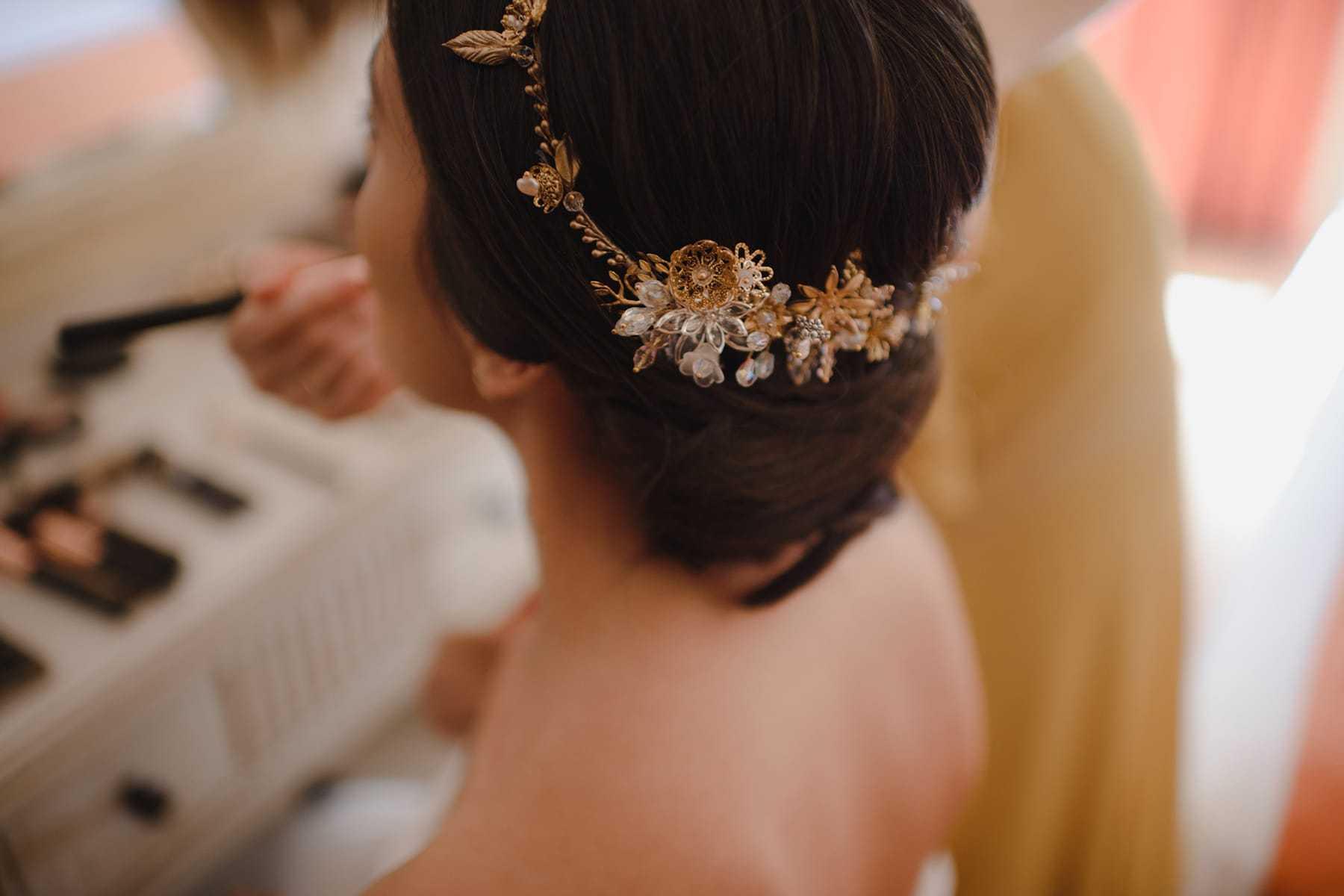Detalle de la corona de novia