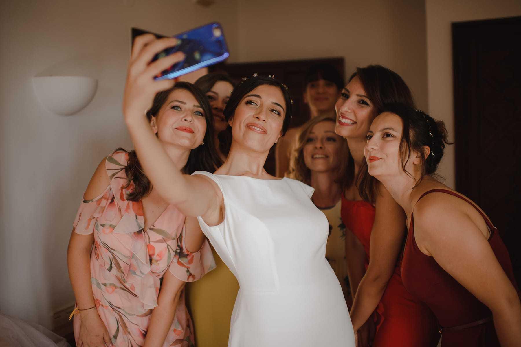 Selfie de la novia con las amigas